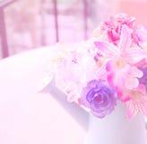 Όμορφα τεχνητά λουλούδια με τα φίλτρα χρώματος Στοκ Εικόνες