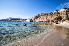 Όμορφα φυσικά χρώματα της παραλίας Firiplaka, Μήλος, Ελλάδα Στοκ Φωτογραφίες