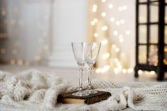 Όμορφα δύο ποτήρια της σαμπάνιας Στοκ εικόνες με δικαίωμα ελεύθερης χρήσης