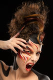 Όμορφα ύφος τέχνης προσώπου χρώματος γυναικών μόδας fenix και σχέδιο καρφιών Στοκ Φωτογραφία