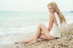 όμορφα seacoast κοριτσιών προκλη Στοκ Φωτογραφίες