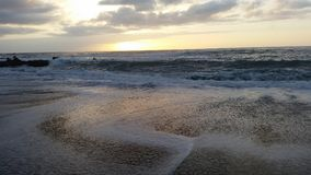 Όμορφα sunsets στη μαύρη παραλία 16 άμμου Στοκ Εικόνες