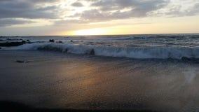 Όμορφα sunsets στη μαύρη παραλία 12 άμμου Στοκ εικόνες με δικαίωμα ελεύθερης χρήσης