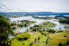 Όμορφες λίμνες στο πράσινο τοπίο Στοκ εικόνες με δικαίωμα ελεύθερης χρήσης