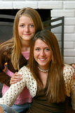 όμορφες αδελφές εστιών κινηματογραφήσεων σε πρώτο πλάνο Στοκ εικόνα με δικαίωμα ελεύθερης χρήσης