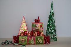 Όμορφες ανάμεικτες καραμέλες και σοκολάτες Χριστουγέννων Στοκ Φωτογραφία