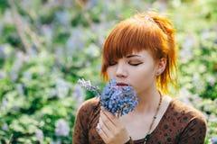 όμορφες δασικές νεολαί&epsil Στοκ Φωτογραφία