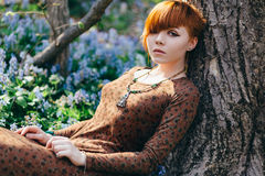 όμορφες δασικές νεολαί&epsil Στοκ εικόνα με δικαίωμα ελεύθερης χρήσης