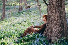 όμορφες δασικές νεολαί&epsil Στοκ Εικόνα