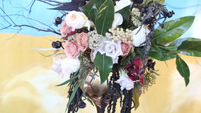 Όμορφες γαμήλιες διακοσμήσεις στο γάμο Τα όμορφα λουλούδια είναι στον πίνακα φιλμ μικρού μήκους
