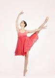 όμορφες γκρίζες νεολαίες ballerina ανασκόπησης Στοκ φωτογραφία με δικαίωμα ελεύθερης χρήσης