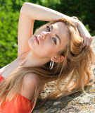 όμορφες γοητευτικές νεολαίες γυναικών πορτρέτου στοκ εικόνα με δικαίωμα ελεύθερης χρήσης
