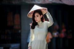 Όμορφες γυναίκες στο AO Dai Βιετνάμ παραδοσιακό Στοκ Φωτογραφίες