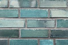Όμορφες ηλικίας και ξεπερασμένες μπλε επιφάνειες τουβλότοιχος κατά μ στοκ φωτογραφία με δικαίωμα ελεύθερης χρήσης