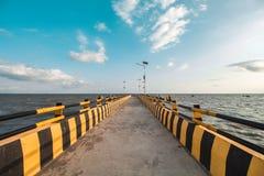 Όμορφες θάλασσα και αποβάθρα στοκ φωτογραφίες με δικαίωμα ελεύθερης χρήσης