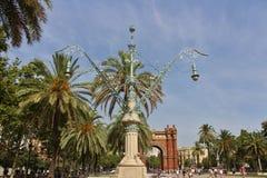 Όμορφες θέσεις λαμπτήρων Arc de Triomf, Βαρκελώνη Στοκ Εικόνα