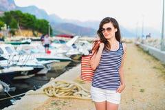 όμορφες διακοπές κοριτσιών Στοκ φωτογραφίες με δικαίωμα ελεύθερης χρήσης