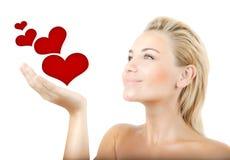 όμορφες καρδιές που κρατούν τη γυναίκα Στοκ εικόνα με δικαίωμα ελεύθερης χρήσης