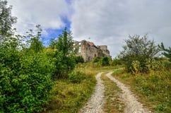 Όμορφες καταστροφές κάστρων στο λόφο Στοκ εικόνα με δικαίωμα ελεύθερης χρήσης