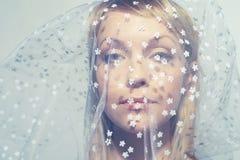 όμορφες κατώτερες νεολαίες γυναικών πέπλων Στοκ φωτογραφίες με δικαίωμα ελεύθερης χρήσης