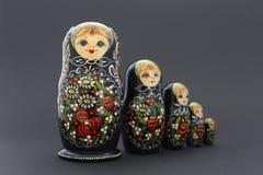 Όμορφες μαύρες κούκλες matryoshka Στοκ Εικόνα