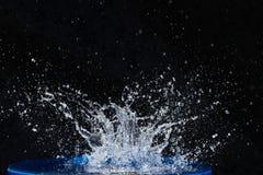 Όμορφες μπλε πτώσεις νερού που πέφτουν κάτω Στοκ φωτογραφίες με δικαίωμα ελεύθερης χρήσης