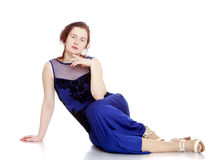 όμορφες μπλε νεολαίες γυναικών φορεμάτων Στοκ φωτογραφία με δικαίωμα ελεύθερης χρήσης