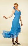 όμορφες νεολαίες γυναικών πορτρέτου βραδιού φορεμάτων Στοκ Εικόνες