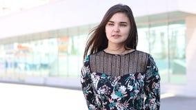 όμορφες νεολαίες γυναικών πορτρέτου απόθεμα βίντεο