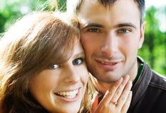 όμορφες νεολαίες ζευγ στοκ φωτογραφία με δικαίωμα ελεύθερης χρήσης