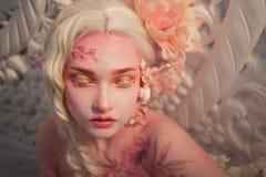 όμορφες νεολαίες κοριτ Ελκυστική κινηματογράφηση σε πρώτο πλάνο νεραιδών Στοκ Εικόνα