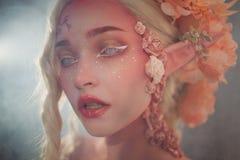όμορφες νεολαίες κοριτ Ελκυστική κινηματογράφηση σε πρώτο πλάνο νεραιδών Στοκ Φωτογραφίες