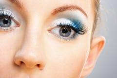 όμορφες νεολαίες μύτης μ&alp Στοκ Εικόνες