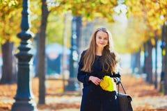 όμορφες νεολαίες πάρκων &ka Στοκ Φωτογραφία