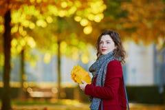 όμορφες νεολαίες πάρκων &ka Στοκ Εικόνες