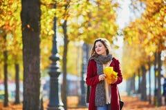 όμορφες νεολαίες πάρκων &ka Στοκ φωτογραφία με δικαίωμα ελεύθερης χρήσης