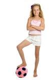 όμορφες νεολαίες παιχνιδιών ποδοσφαίρου κοριτσιών σφαιρών στοκ φωτογραφία με δικαίωμα ελεύθερης χρήσης
