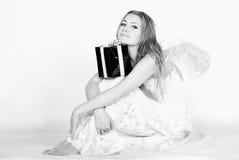 όμορφες νεολαίες φτερών κοριτσιών αγγέλου Στοκ φωτογραφία με δικαίωμα ελεύθερης χρήσης