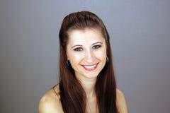 όμορφες νεολαίες brunette headshot Στοκ Εικόνα