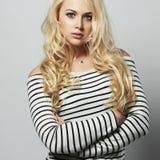 όμορφες νεολαίες γυναικών ξανθό κορίτσι προκλητικό Στοκ φωτογραφίες με δικαίωμα ελεύθερης χρήσης