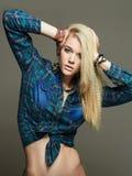 όμορφες νεολαίες γυναικών ξανθό κορίτσι προκλητικό Στοκ εικόνα με δικαίωμα ελεύθερης χρήσης