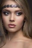 όμορφες νεολαίες γυναικών πορτρέτου κινηματογραφήσεων σε πρώτο πλάνο στοκ φωτογραφία