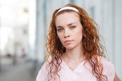 όμορφες νεολαίες γυναικών στοκ εικόνα