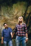 όμορφες νεολαίες ζευγώ Στοκ φωτογραφία με δικαίωμα ελεύθερης χρήσης