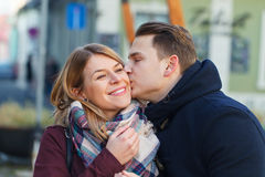 όμορφες νεολαίες ζευγώ Στοκ Εικόνες