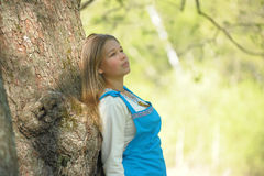 όμορφες νεολαίες πάρκων &ka Στοκ εικόνα με δικαίωμα ελεύθερης χρήσης