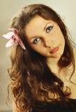όμορφες νεολαίες πορτρέτου κοριτσιών brunette Στοκ φωτογραφία με δικαίωμα ελεύθερης χρήσης