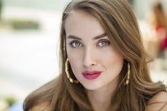 όμορφες ξανθές ματιών εστίασης νεολαίες γυναικών πορτρέτου μαλακές Στοκ Εικόνες