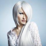 όμορφες ξανθές νεολαίες γυναικών πορτρέτου μόδας Στοκ φωτογραφία με δικαίωμα ελεύθερης χρήσης