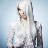 όμορφες ξανθές νεολαίες γυναικών πορτρέτου μόδας Στοκ Φωτογραφία